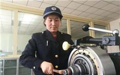 """青藏鐵路女職工的""""天路""""司機夢"""