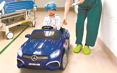 广州医生暖心套路 消除小患者术前恐惧