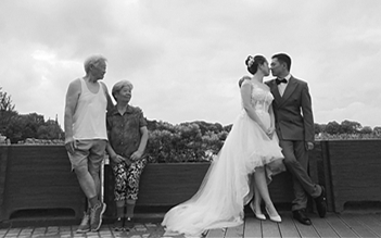 一张婚纱照写满两种爱