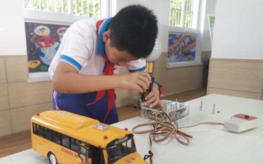 長沙小學生發明雙向傳感語音提示裝置