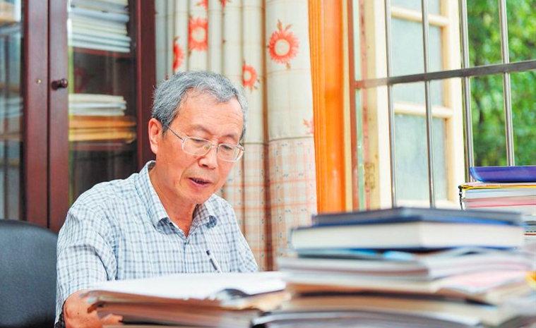 """""""教書育人楷模""""桂衛華:最想教給學生求實的態度"""
