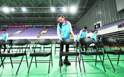 大學生志願者精準高效 確保千人樂團成功演出