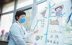 北京小汤山医院首名治愈患者出院