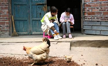 廣西柳州:90後女碩士進村扶志路