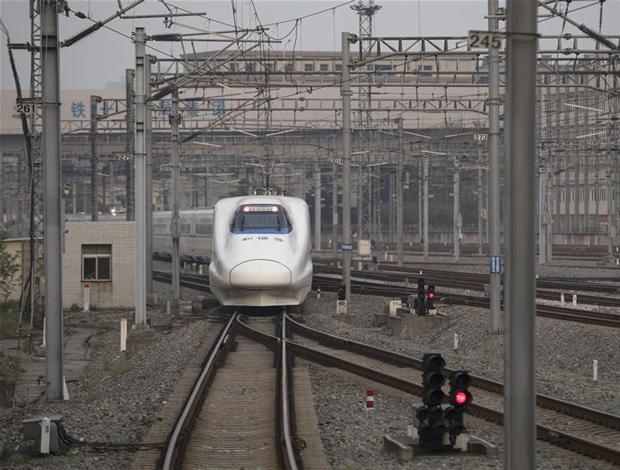 """武漢""""解封""""後開往湖北省內的首趟列車始發"""