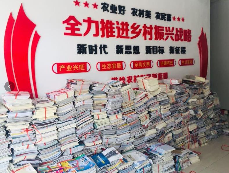 天工大師生捐書助力幫扶村農家書屋建設
