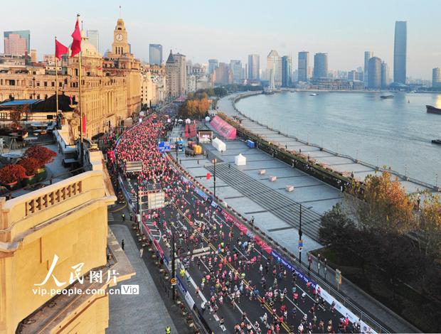 2020上海马拉松鸣枪开跑
