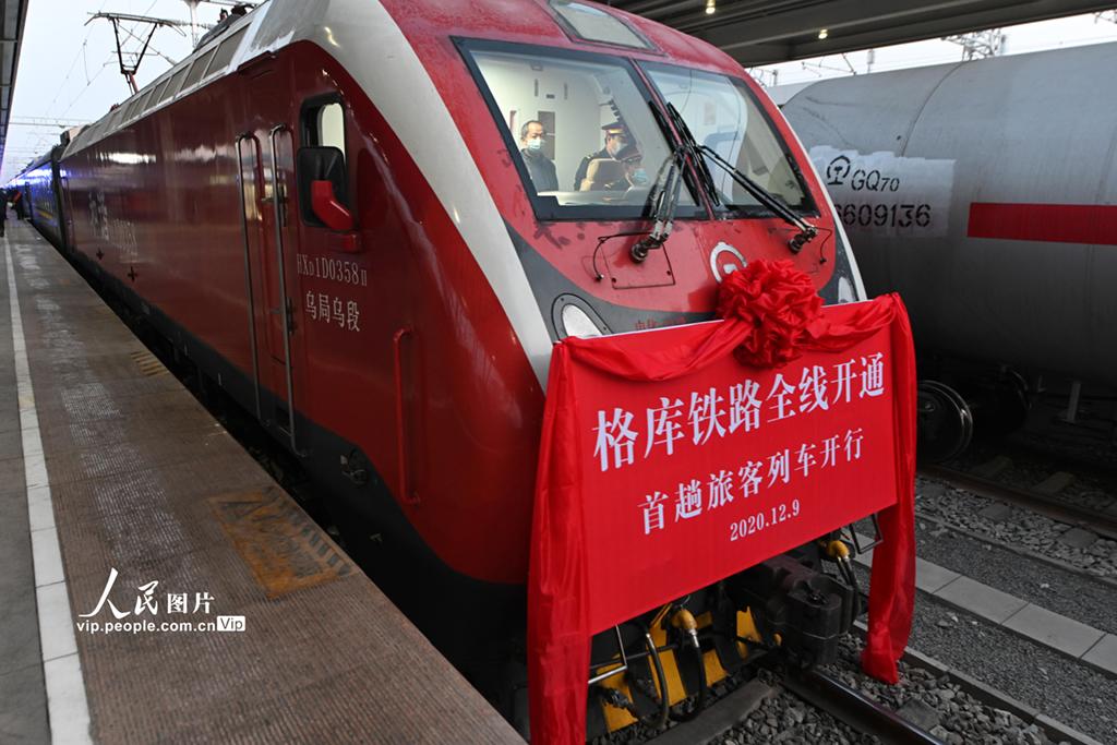 新疆格库铁路全线开通运营
